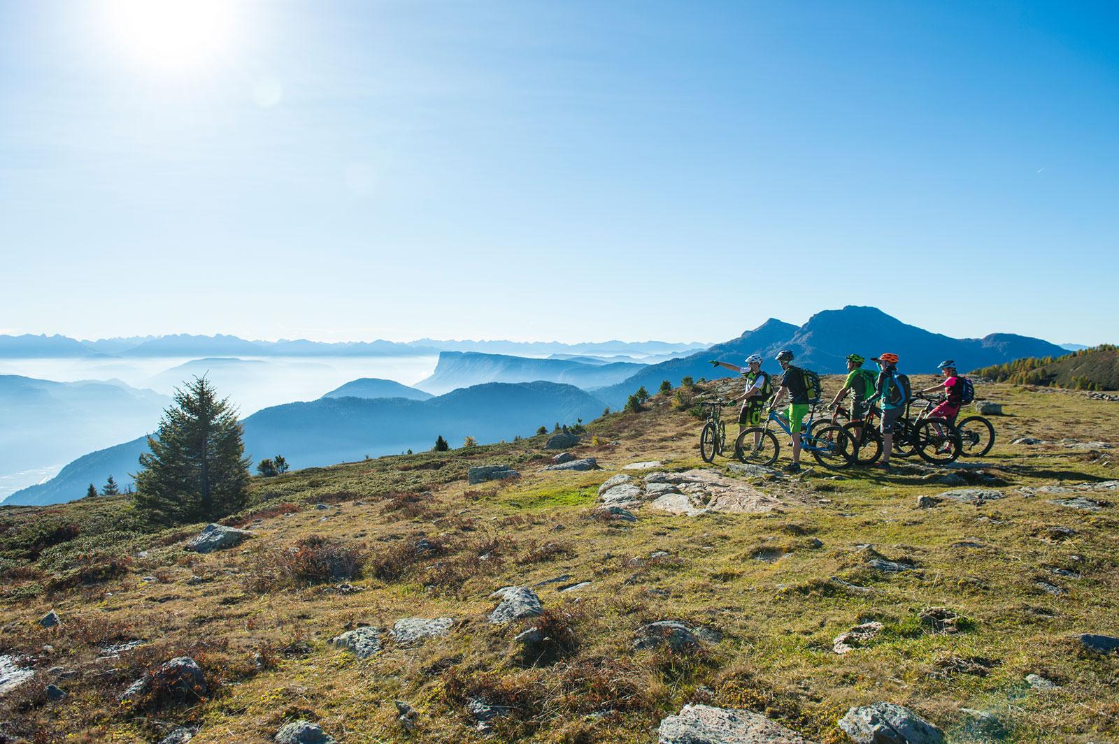 mountainbike-gruppe-ausblick